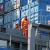 Trabajadores en puerto